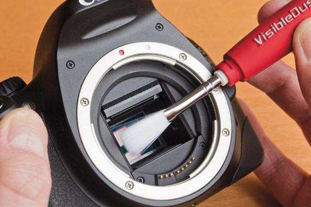 Cara Membersihkan Lensa Kamera Bebas dari Debu dan Jamur